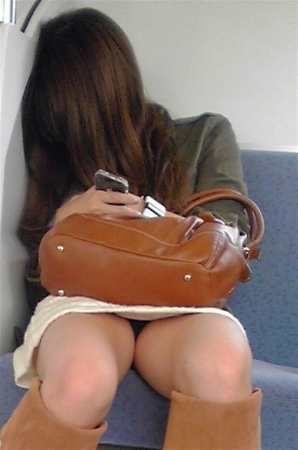 電車・胸チラ19