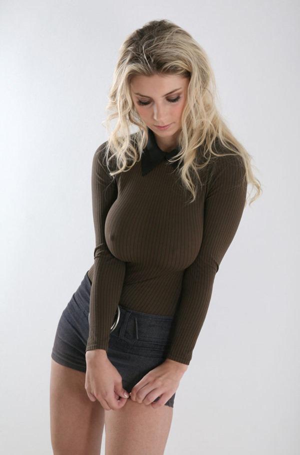 ノーブラ乳首23