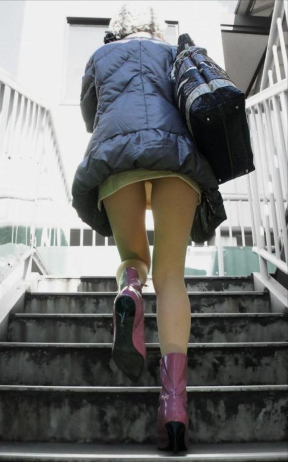 階段パンチラ24