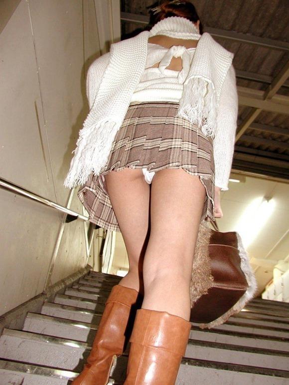 階段パンチラ6