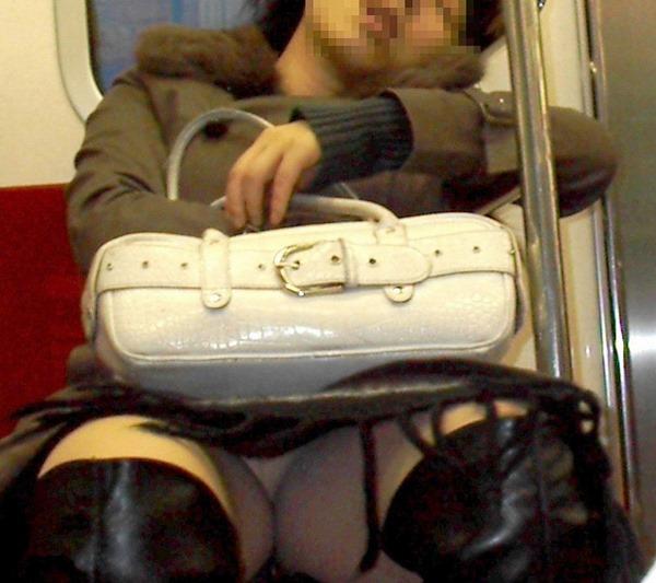 電車・胸チラ7
