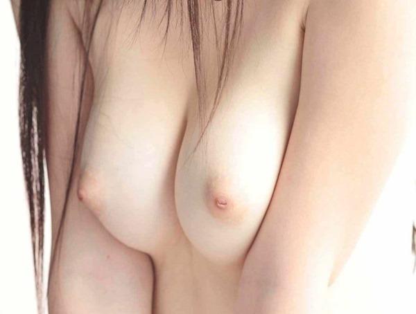色白ピンク乳首10