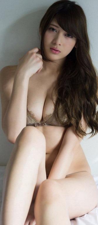 (アンジェラ芽衣(20)が初グラビアで乳房披露) 広瀬すず絶賛☆