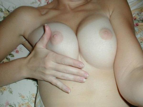 色白ピンク乳首27