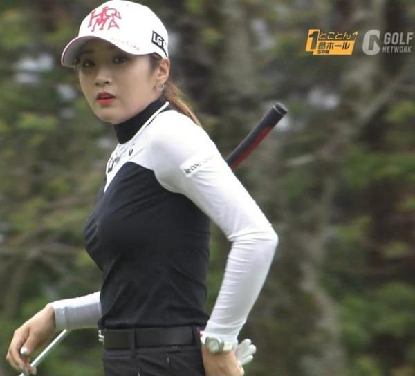ゴルフ中継パンチラ33