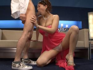 ドレス姿のNO1痴女ホステスがディープスロートフェラで口内発射させる!香椎りあ
