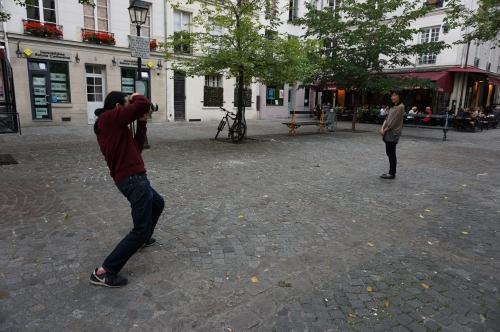 広場で撮影