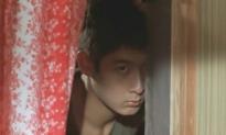 女子の部屋を覗いている忠夫