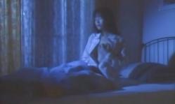 部屋で胸をもみ出す直子