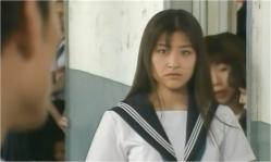 林田を見つめる直子