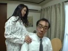 娘と娘婿の夜の営みを目撃して欲情した熟女が寝取ってしまう!
