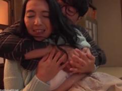 【母子相姦動画】気が狂ってしまった息子が欲求不満の五十路熟女の母親を力尽くでレ●プして隷従させた