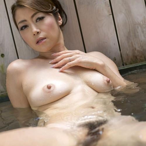 北条麻妃 不倫人妻と温泉でしっぽりおっぱい ヘアヌード画像