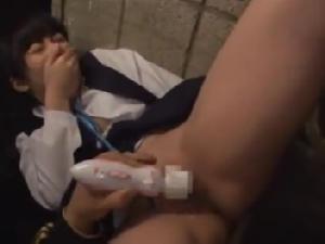 変態に捕まった女の子が無理やり犯され強制絶頂!
