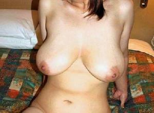自慢のおっぱいも今や乳首は下向き…だが、それがいい!垂れ乳エロ画像