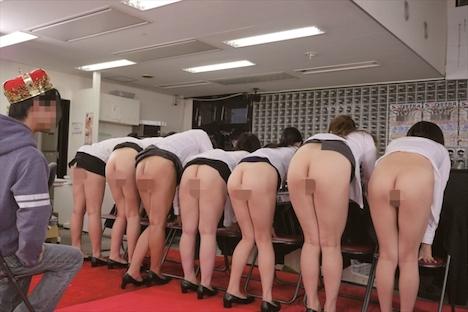 SOD女子社員7名のおっぱいもま○こも好き放題ひとりじめ!男は1人だけだから全員が1本ち○ぽにまっしぐら!モテラブ独占ハーレム王様ゲーム 高野シズカ