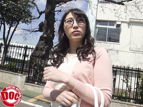 都内名門大学に通う高学歴女子大生 初めての公開顔面騎乗 愛里るい
