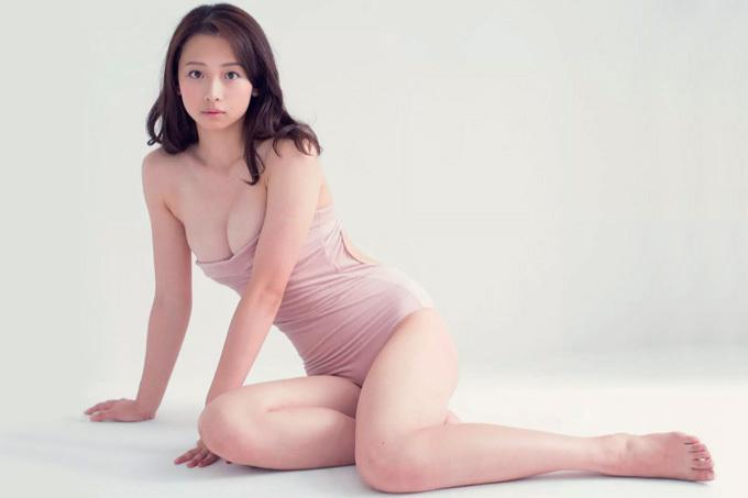 華村あすか 少女の素顔と、相反する成熟した肢体。