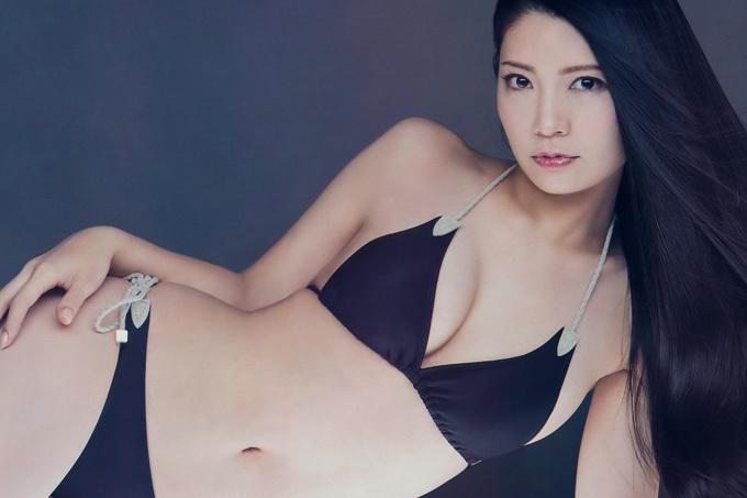 倉持明日香 「美」を更新し続けるパーフェクトボディ。