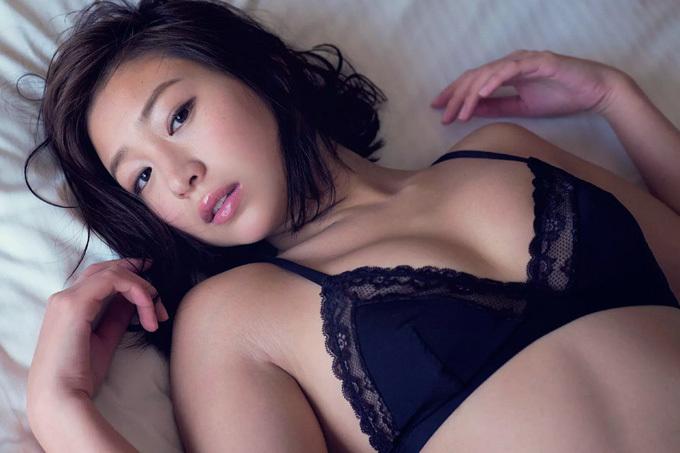 佐山彩香 美しさを増して…ちょっと大人のストーリーグラビア