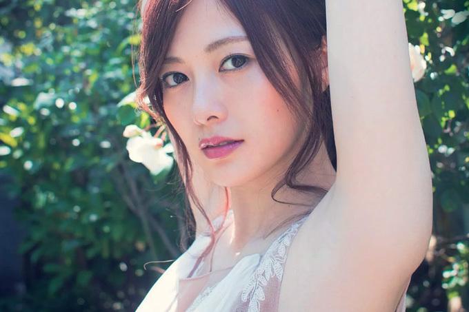 白石麻衣 乃木坂46・美の象徴の白い肌