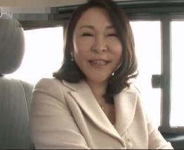 (ヒトヅマムービー)(初脱ぎ熟妻)ここ数年はダンナ婦の営みがなく悩む奥さまの性欲が無双して収まり付かない