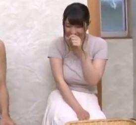 【人妻動画】《初撮りNTRお母ちゃんさん》役立たずのダンナがいるヒトヅマは一度性欲に火が付くと抑えられない