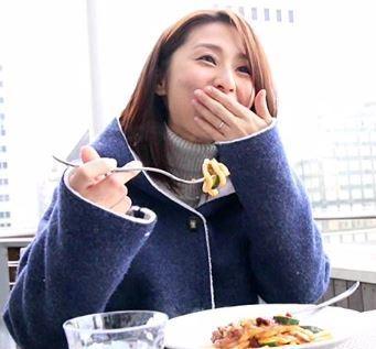 (ヒトヅマムービー)《NTR奥さま》熟れ始めた温もりを感じるお母ちゃんさんがドウテイくんをフデオロシ…