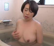 (ヒトヅマムービー)50代の欲望 白肌でぽちゃした熟母は若いエKISSが大好物なんです