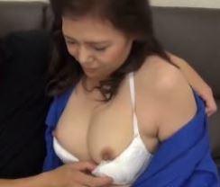 (ヒトヅマムービー)《ネトられ熟妻さん》久々の性行為でまんこの性感を思い出す田舎のおばさん