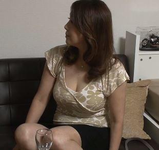 【人妻動画】《おばさんキャッチ》才を重ねてもSEXだけは大好きなヨメさんがダンナとは違う元気棒を味わう