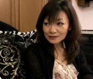 (ヒトヅマムービー)《50代の性欲》バイア〇ラを服用しているダンナに不満な熟妻の強欲ぶりにハッスルするダンナさん