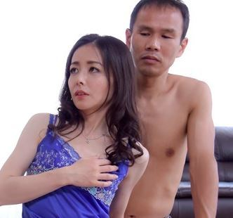 【人妻動画】《人妻の性欲》家庭では清純な妻を演じている妻の本当の顔はやりまんドSな性癖なんです