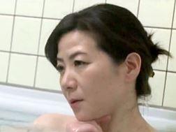 【ヘンリー塚本】同居人に色仕掛けする色白なマダム 大石忍