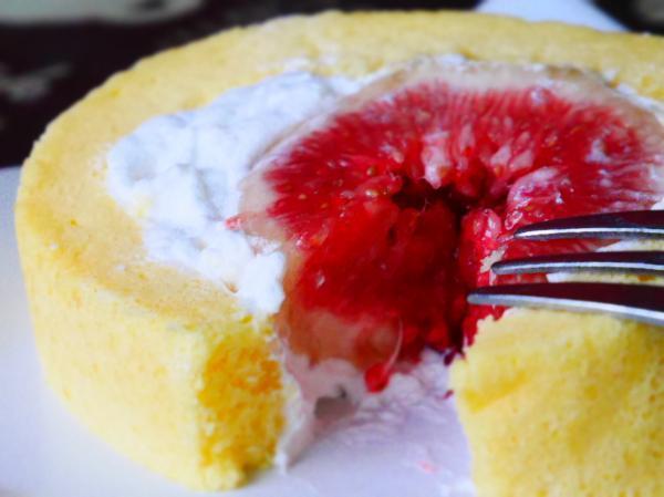 いちぢくロールケーキ断面
