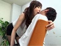 澤村レイコ 大人のムード漂うしっとりとしたベロチュー手コキするフェロモン痴女