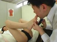 保健員に体育後の蒸れた足を舐めて消毒させるブルマJK
