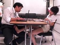 テーブルの下からパンスト足で股間を責めてくる肉食系痴女上司