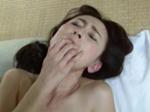 高齢人妻熟女動画 あっふ〜ん : 派遣されてきた四十路の家政婦さんを夜這いする息子 香澄麗子