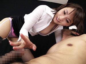 乳首舐め手コキで勝手に暴発したM男をお仕置きとして男の潮吹きさせる美痴女