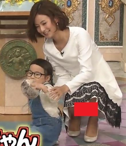 【エロ画像51枚】徳島えりかアナのパンチラがありすぎて辛い。「おっぱいも胸チラしてくれてるぞ」