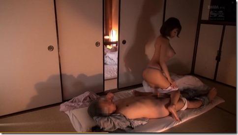 【明日花キララ】一宿一飯の恩義でおじさんを寝取り、繋がったままAVだとネタばらしする噂の美人女優04