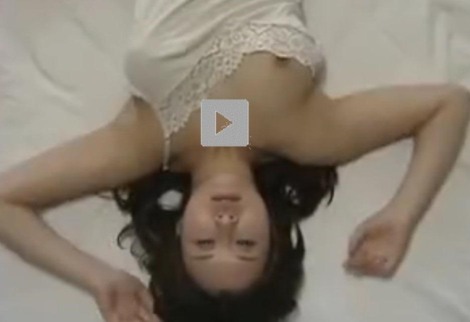【昭和ロマンエロ動画】オマンコしたい人妻は、の●いてた男が来てくれるようにパンツに願いを込めて干すを見に行く