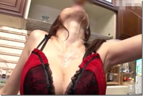 【JULIA】哀しき朱いエロ下着のキッチンドリンカー人妻、バイブズコズコオナニーでピクピクイク!01