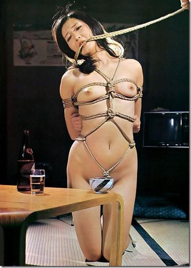 【SM夫婦生活の股縄動画像】『ご主人様、オ●ンコの縄はきつめにして下さい・・』07