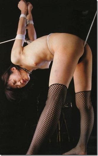 【SM夫婦生活の股縄動画像】『ご主人様、オ●ンコの縄はきつめにして下さい・・』09