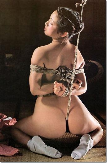 【SM夫婦生活の股縄動画像】『ご主人様、オ●ンコの縄はきつめにして下さい・・』10