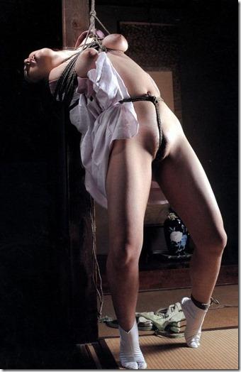 【SM夫婦生活の股縄動画像】『ご主人様、オ●ンコの縄はきつめにして下さい・・』13