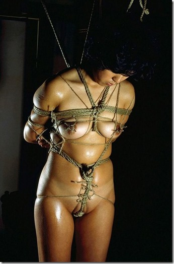 【SM夫婦生活の股縄動画像】『ご主人様、オ●ンコの縄はきつめにして下さい・・』20