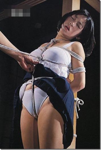 【SM夫婦生活の股縄動画像】『ご主人様、オ●ンコの縄はきつめにして下さい・・』24